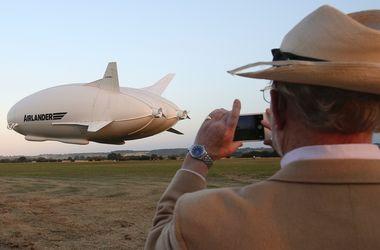 Самое большое воздушное судно в мире поднялось в небо в Великобритании
