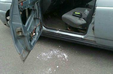 В Киеве поймали водителя-наркомана с большим пакетом белого порошка