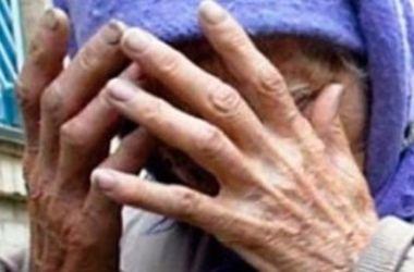 В Хмельницкой области грабитель надругался над пенсионеркой