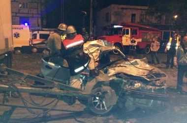 Ужасное ДТП в Кривом Роге: два человека погибли мгновенно