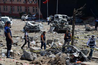 Видео с места мощного взрыва в Турции, где пострадали более 100 человек