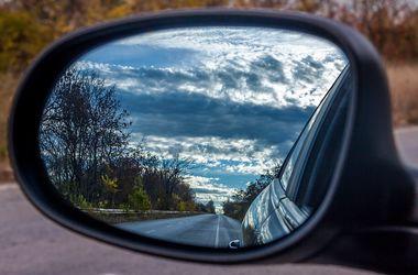 Ученые выяснили, почему людей укачивает в машине