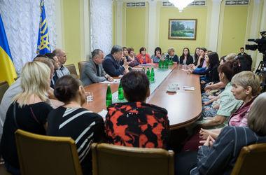 Порошенко: Украина готова к широким компромиссам в вопросе освобождения пленных