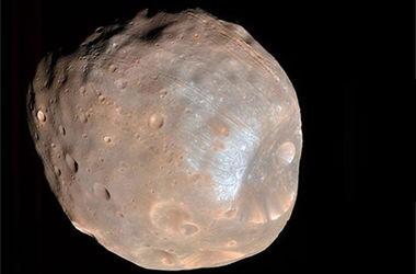 Объяснено происхождение аномальных каналов на спутнике Марса