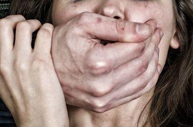 В Краматорске бомж изнасиловал девочку