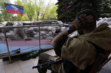 На Донбассе местные жители избили боевиков и пытались взорвать их авто