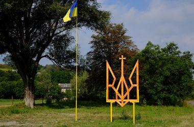На Буковине смастерили 4-метровый тризуб