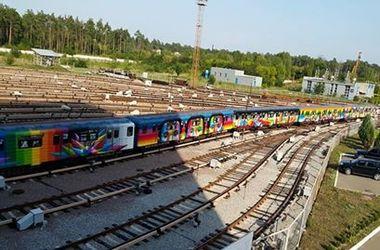 """Ражужный """"поезд-мурал"""" будет курсировать по зеленой ветке столичной подземки"""