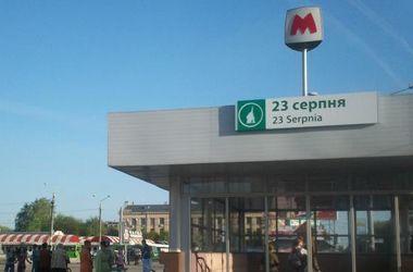 ЧП в метро Харькова: мать, бросившуюся с детьми под поезд, будут лечить