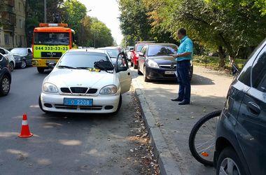 В Киеве 90-летняя бабушка устроила ДТП