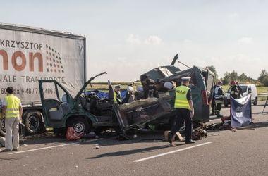 В Польше украинский автобус врезался в грузовик: есть жертвы
