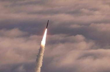КНДР запустила баллистическую ракету с подводной лодки в Японском море