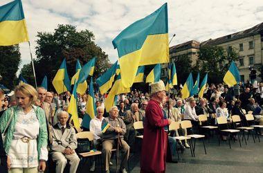 """День Независимости во Львове: молебны, концерты и """"море"""" полиции"""