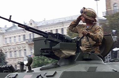 В Киеве прошел масштабный военный парад