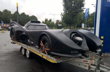 В Финляндии на границе с РФ заждержали бэтмобиль