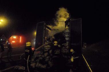 На трассе Киев-Чоп загорелся грузовик