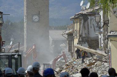 Число жертв землетрясения в Италии продолжает расти