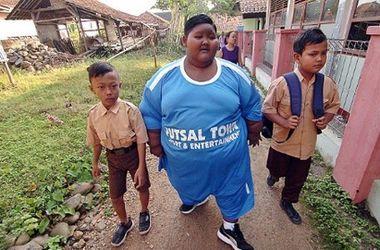 """Самый толстый мальчик в мире смог """"похудеть"""", чтоб пойти в школу"""
