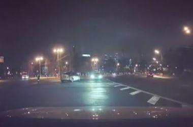 В Москве лихач на BMW устроил дрифт вокруг полицейского