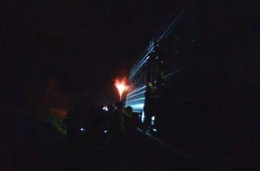 """""""Люди в панике выскакивали на ходу"""": во Львовской области загорелся поезд"""