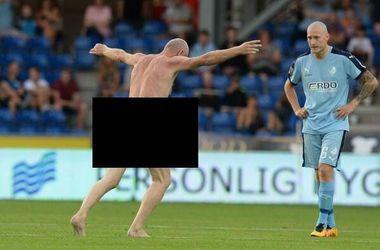 Чемпион Европы по футболу выбежал на поле голым