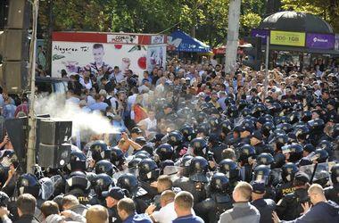 В Кишиневе полиция разогнала демонстрантов слезоточивым газом