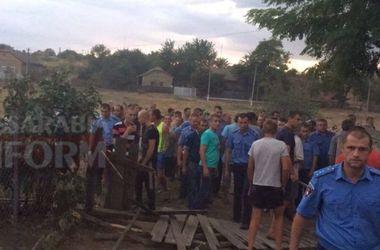 Погромы под Одессой: из-за зверского убийства ребенка жители села требуют выселить цыган