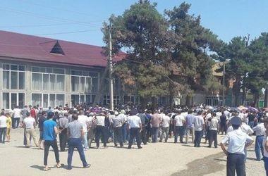 В сети появилось видео с места беспорядков под Одессой из-за убийства ребенка