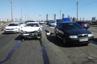 В Киеве мост Патона остановился из-за аварии