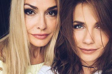 Дочь Ольги Сумской и Ксения Собчак появились на публике в одинаковых нарядах (фото)