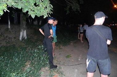 В Киеве грабитель вырвал из рук мальчика мобильный телефон посреди улицы
