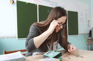 В 2017 году учителям повысят зарплаты – Гройсман