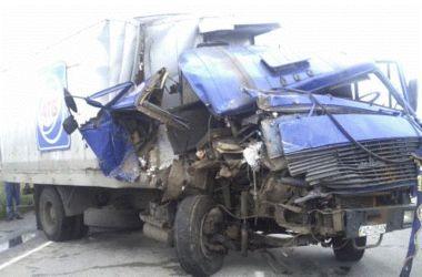 В Днепропетровской области грузовик врезался в бензовоз