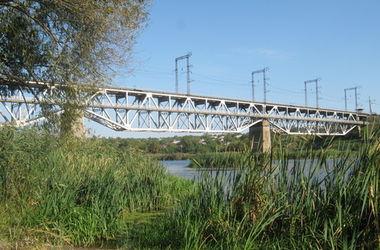 В Николаевской области подростка убило током на железнодорожном мосту
