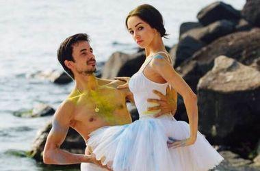 Балерина Екатерина Кухар привела в первый класс сына (фото)