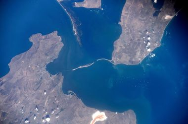 Как выглядит Крымский мост из космоса