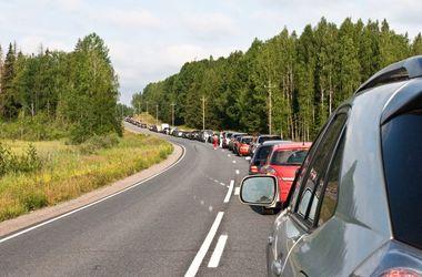 На границе Украины и Польши выстроилась большая очередь