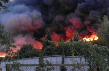 Во Львове вспыхнул мощный пожар в старой военной части