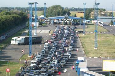 На границе Украины застряли сотни автомобилей