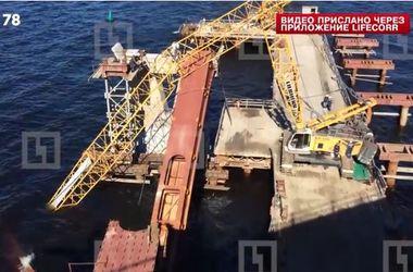 В России при строительстве моста рухнул кран