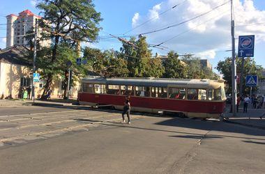 В Харькове трамвай устроил поперечный дрифт