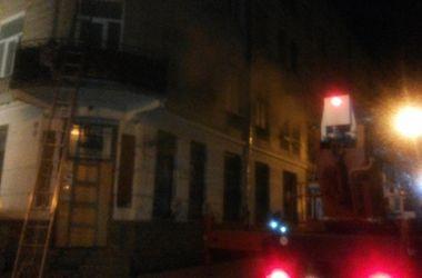 В центре Львова горел старинный дом: людей спасали через окна