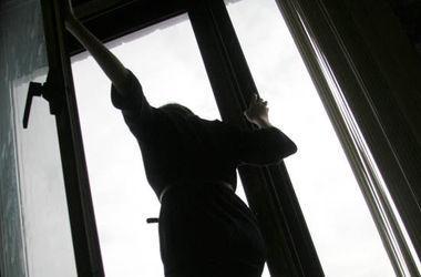 В Кривом Роге женщина выпала из окна и разбилась насмерть