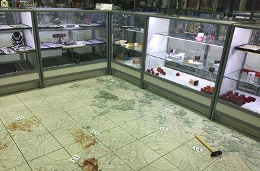 В Киеве со стрельбой ограбили ювелирный магазин