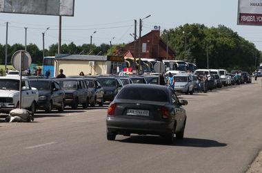 Сотни автомобилей застряли на западной границе Украины