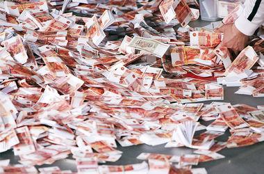 Расходы жителей России рухнули ниже уровня 2012 года