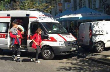 """В центре Киева герой парковки заблокировал въезд для """"скорой"""" с ребенком"""