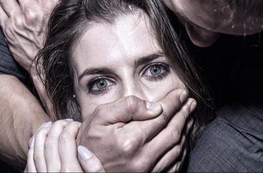 Изнасиолование девушек онлайн по кругу жест око фото 147-885