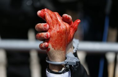 Сын жестоко зарезал родного отца в Луганской области