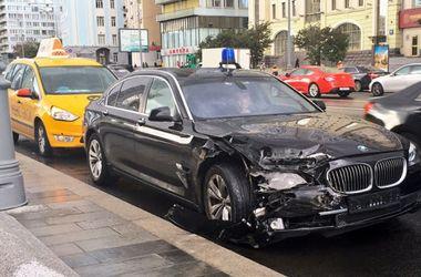 В Москве попал в ДТП автомобиль помощника Путина Суркова
